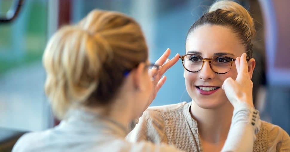 Kundenberatung Kundengespräch Augenoptik